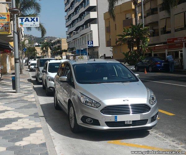 Parada de Taxis en Av. Juan Carlos I y Calle Mariana Pineda.