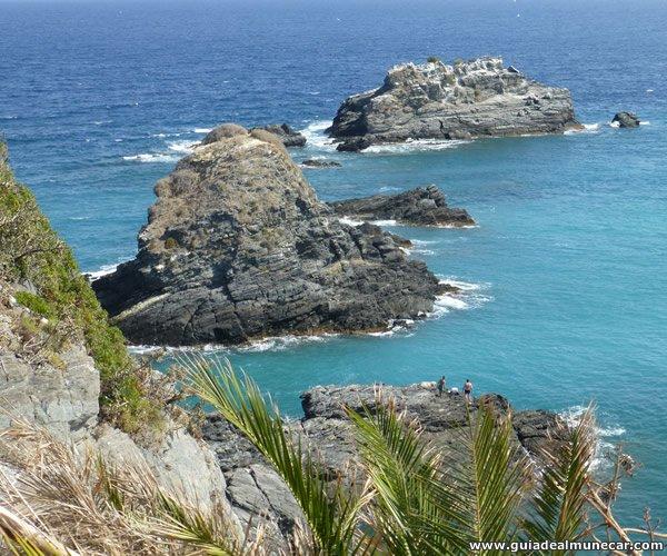 Peñones de San Cristóbal y Mar Mediterráneo.