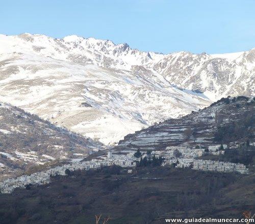 Capileira nevada en primavera, La Alpujarra Granadina