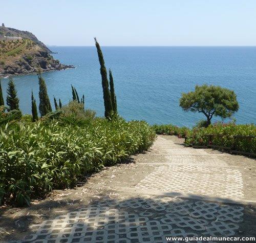 Caminos, Vegetación y vistas Mar en Parque Mediterráno, Almuñécar.