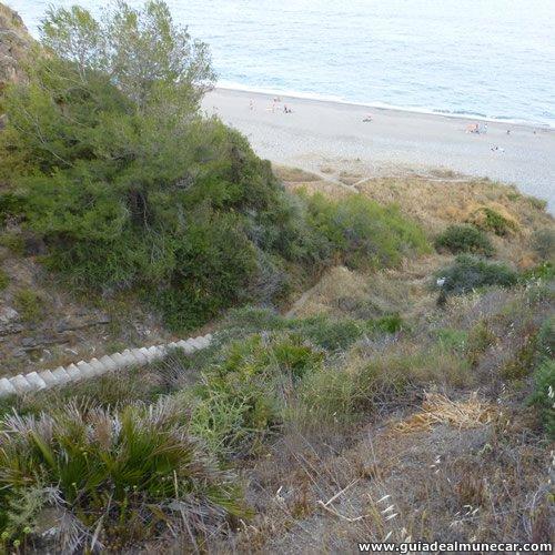 Sendero sube al Peñón del Lobo, se separa de las Escaleras y vistas a la Playa