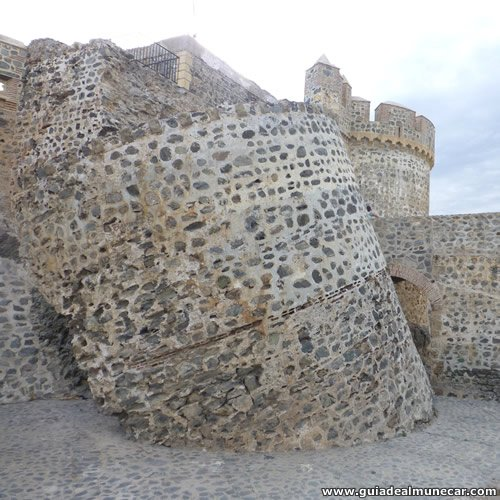 Castillo de San Miguel y Torre caída por ataque, Almuñécar.